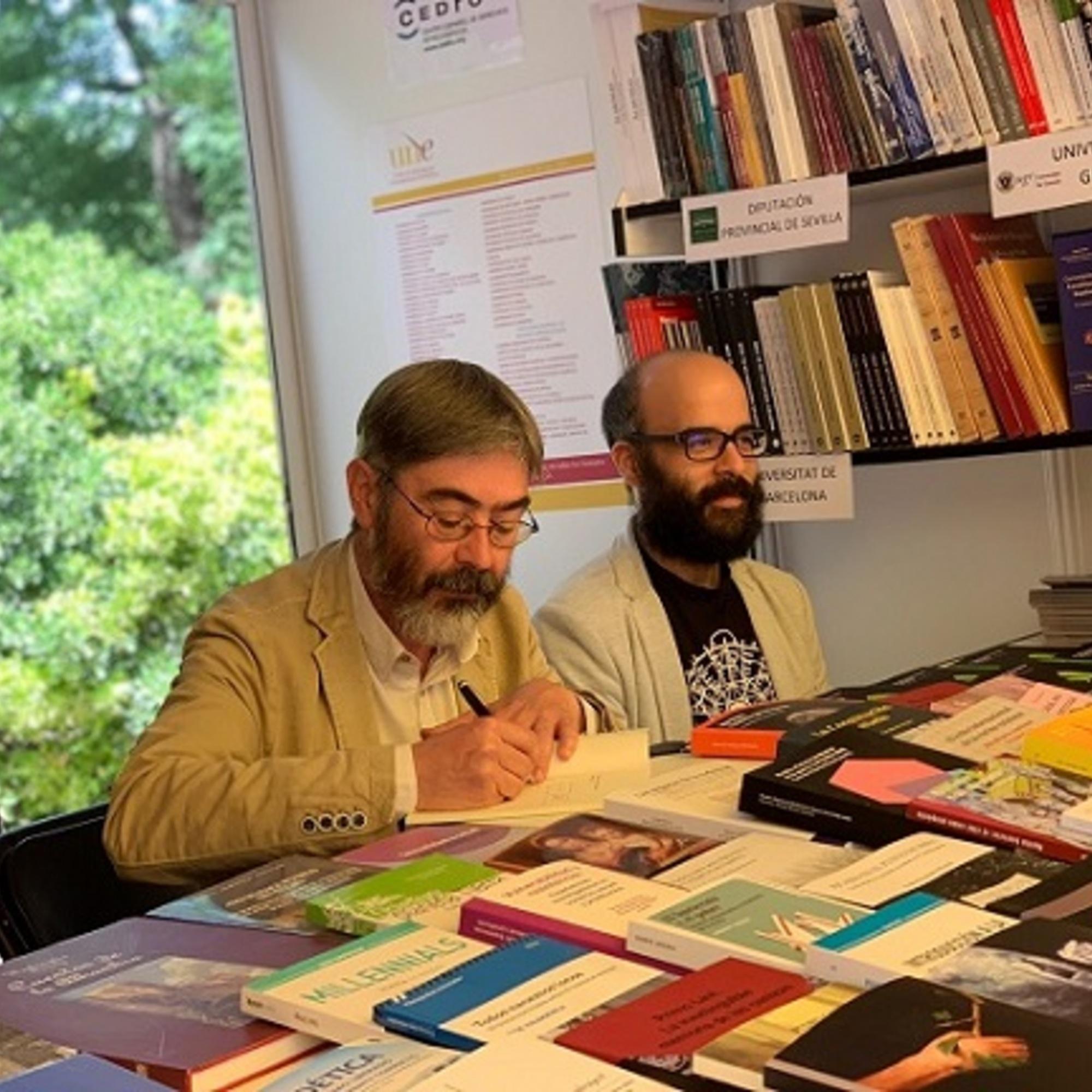 Feria del Libro 2019. Madrid. Firmando